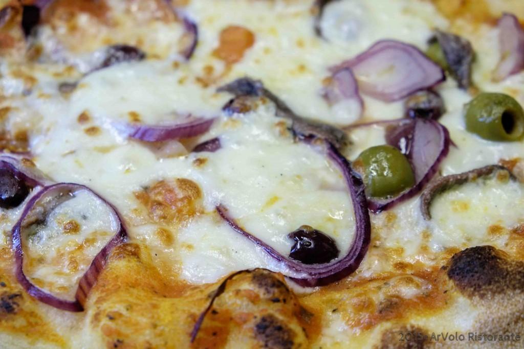 ArVolo Pinsa Cipolla di Tropea alici olive miste e sugo pomodoro