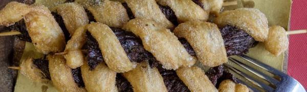 Tris di spiedini di pannicolo di Chianina avvolti da pizza fritta