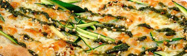 Pinsa pesto di ortiche pecorino zucchine e nocciole