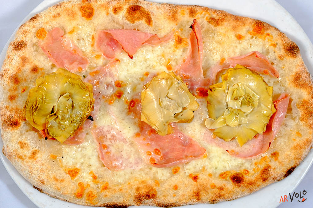 ArVolo Pinsa crostino con prosciutto cotto e carciofini arrosto sott'olio