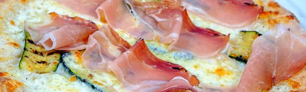 Pizza provola affumicata, speck e zucchine grigliate