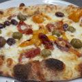 Pinsa pomodori soleggiati olive miste denocciolate creama di acciughe