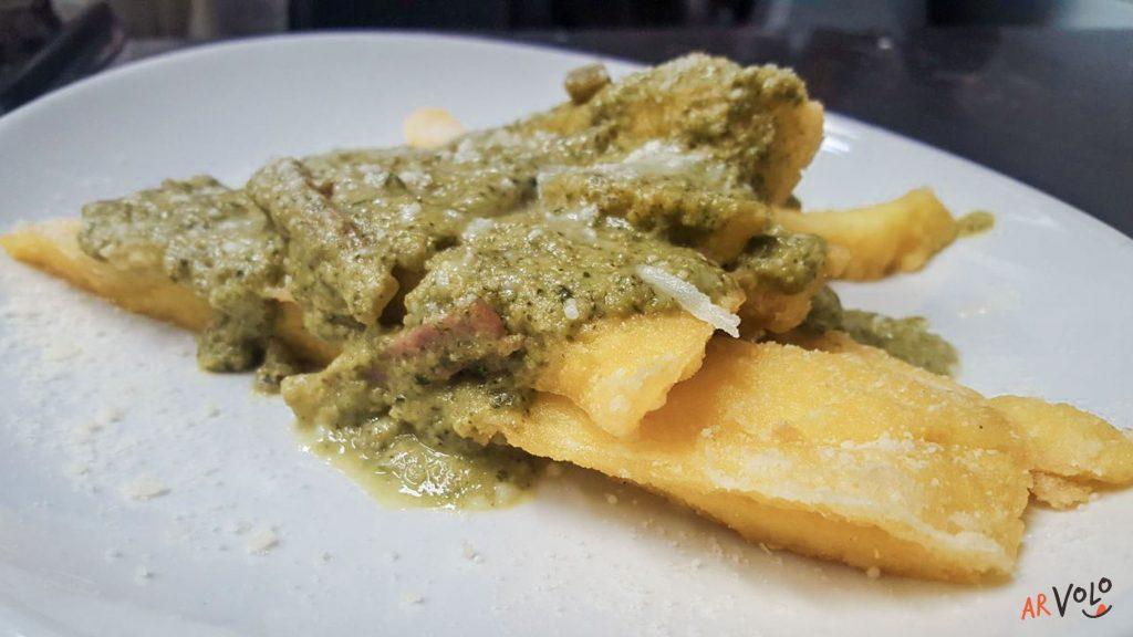 Polenta fritta pesto di zucchine e speck