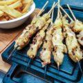 Arrosticini di coscio di pollo (8 pezzi) con patatine fritte