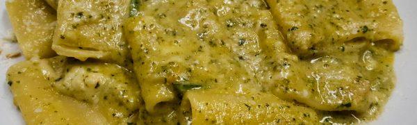 Paccheri con pesto di zucchine, zucchine e provola