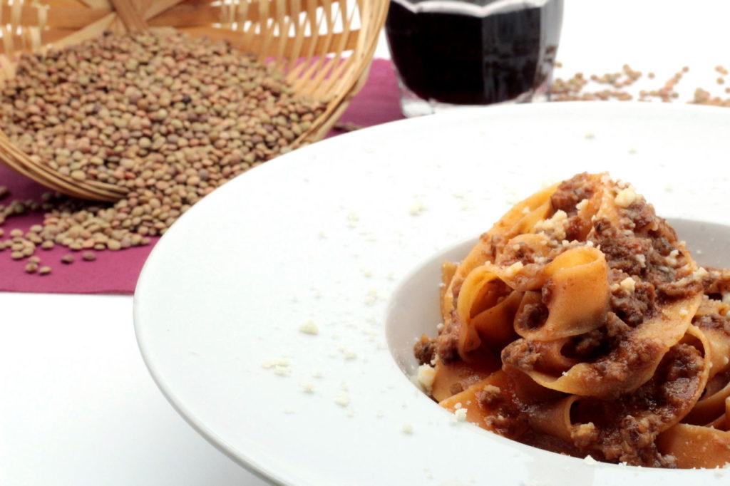 Fettuccine con farina di lenticchie al ragù di cotechino