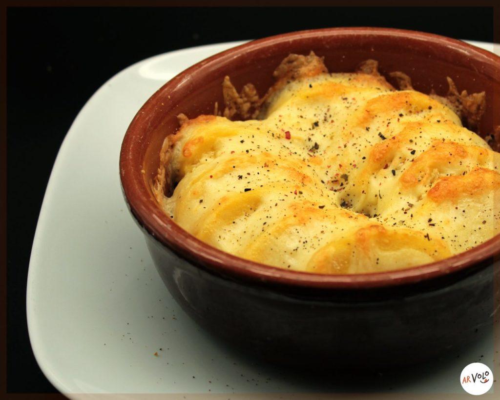 Gnocchi di semola alla Romana in coccio al forno con mozzarella e gorgonzola