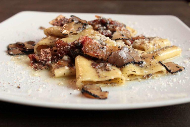 Paccheri tartufo, pancetta affumicata, pecorino